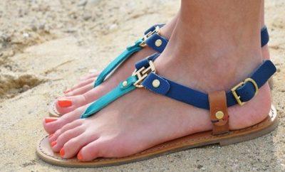 Renkli parmak arası bayan sandalet 400x242 - Parmak Arası Sandalet Modelleri
